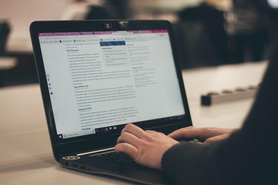 blog yazısı örnekleri web sitesi dizüstü bilgisayar el