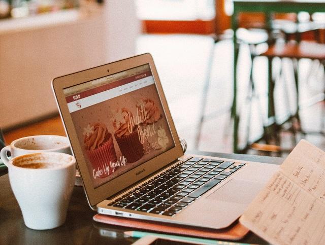 e-güvenlik cafede açık laptop