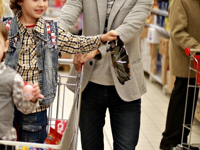 indirim kodu alışveriş yapan aile