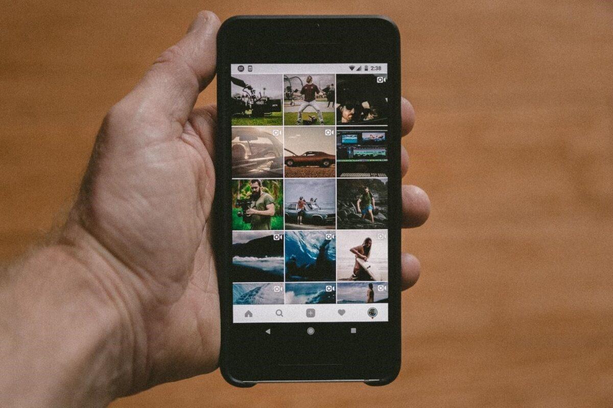 Influencer marketing nedir sosyal medya mobil cihaz Instagram el]