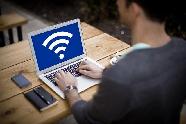 wifi güvenliği laptop wifi sembolü