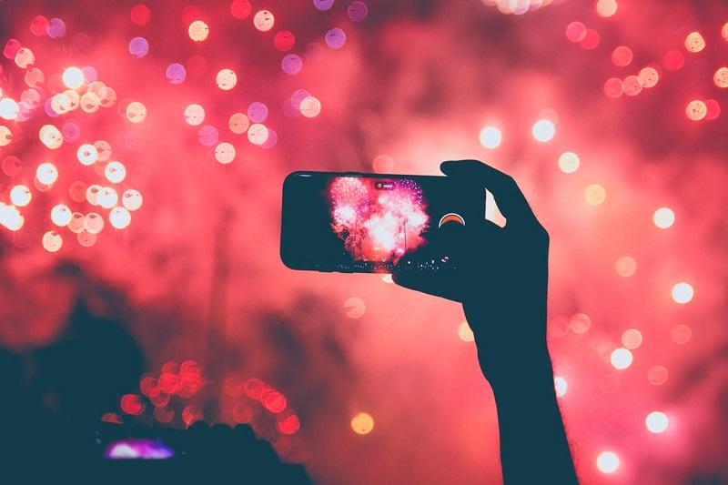 yılbaşı alışveriş mobil akıllı telefon kutlama
