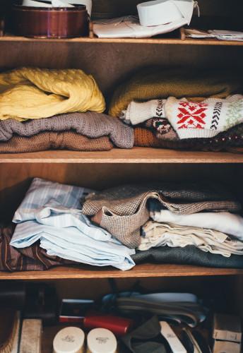 internette kıyafet nasıl satılır dolapta kıyafetler
