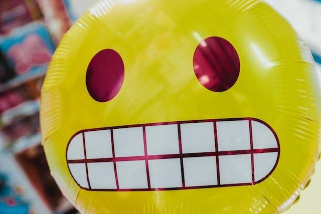 sahte e posta endişeli emoji balon