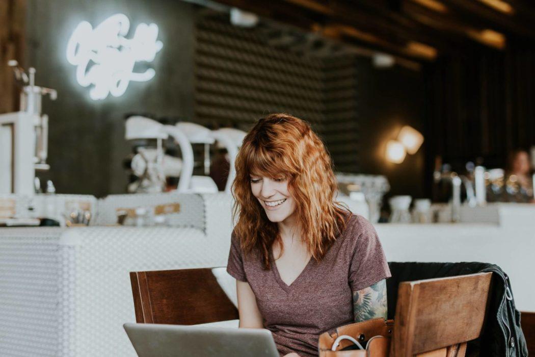 satış ortaklığı laptop kadın cafe