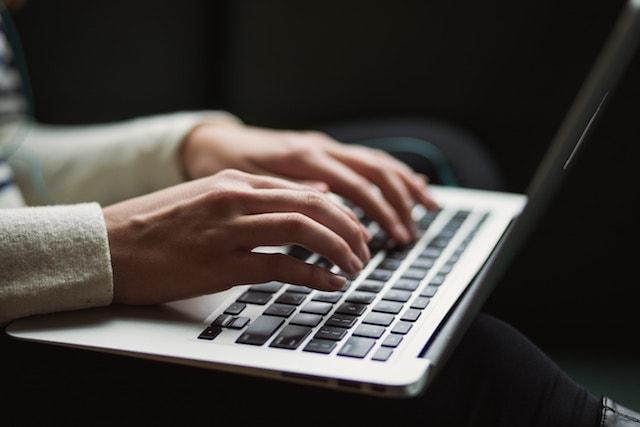 web sitesi nasıl kurulur içerik oluşturma laptop
